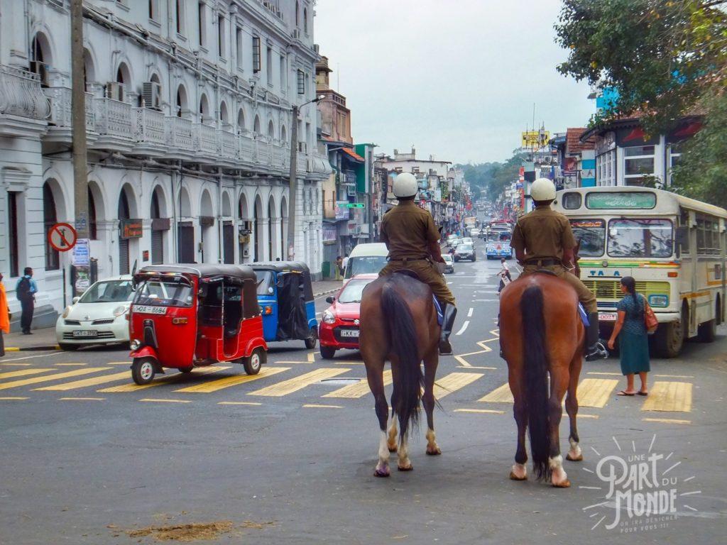 policier-a-cheval-sri-lanka