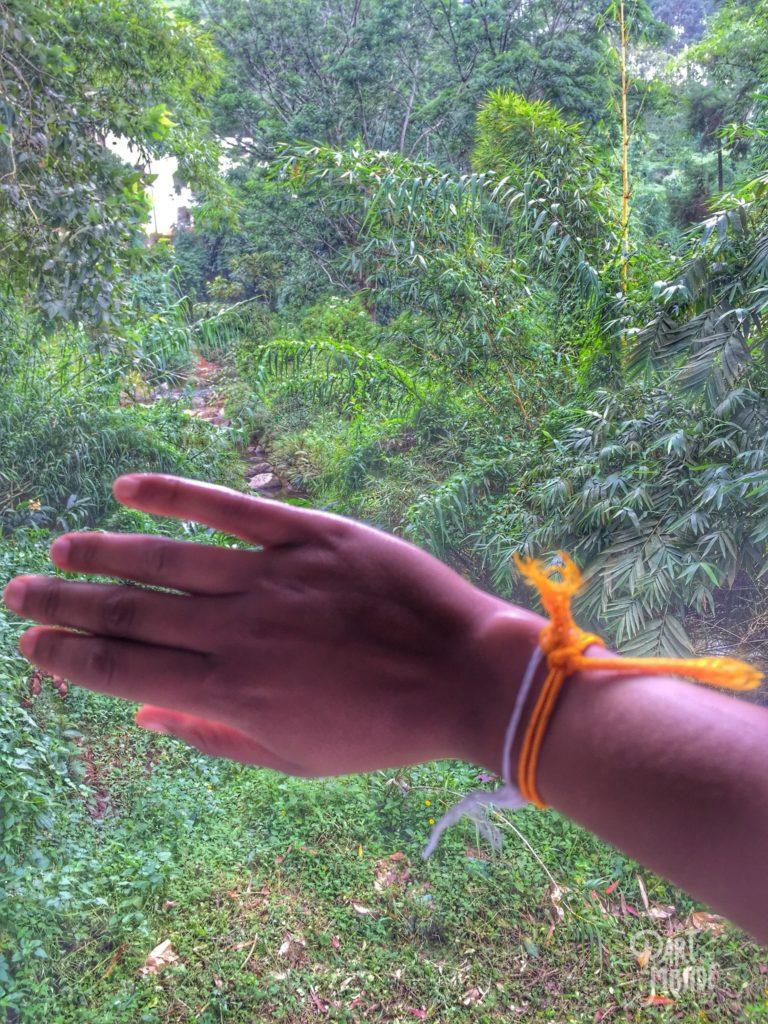bracelets bénissant notre ascension à Adam's Peak