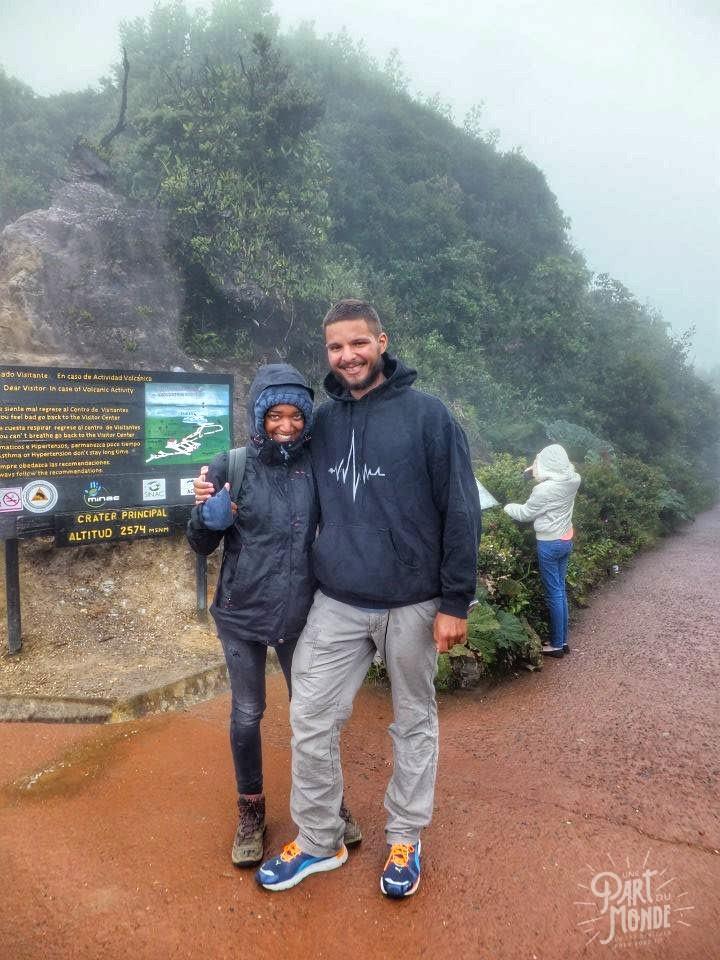 volcan poas couple