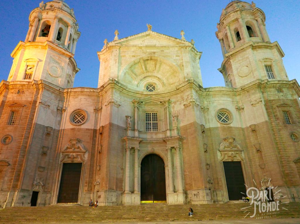 cathédrale cadix de nuit