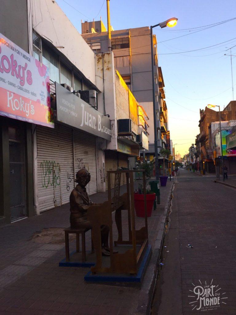 rue cordoba sculpture piano