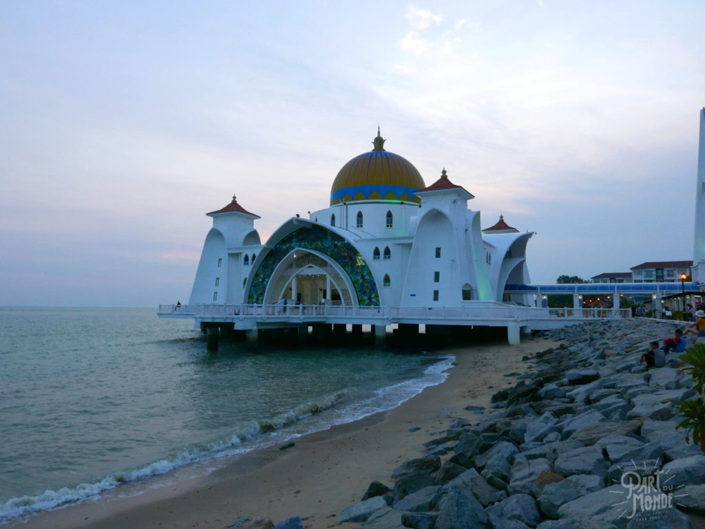 11 mois de tour du monde mosquee flottante malaca