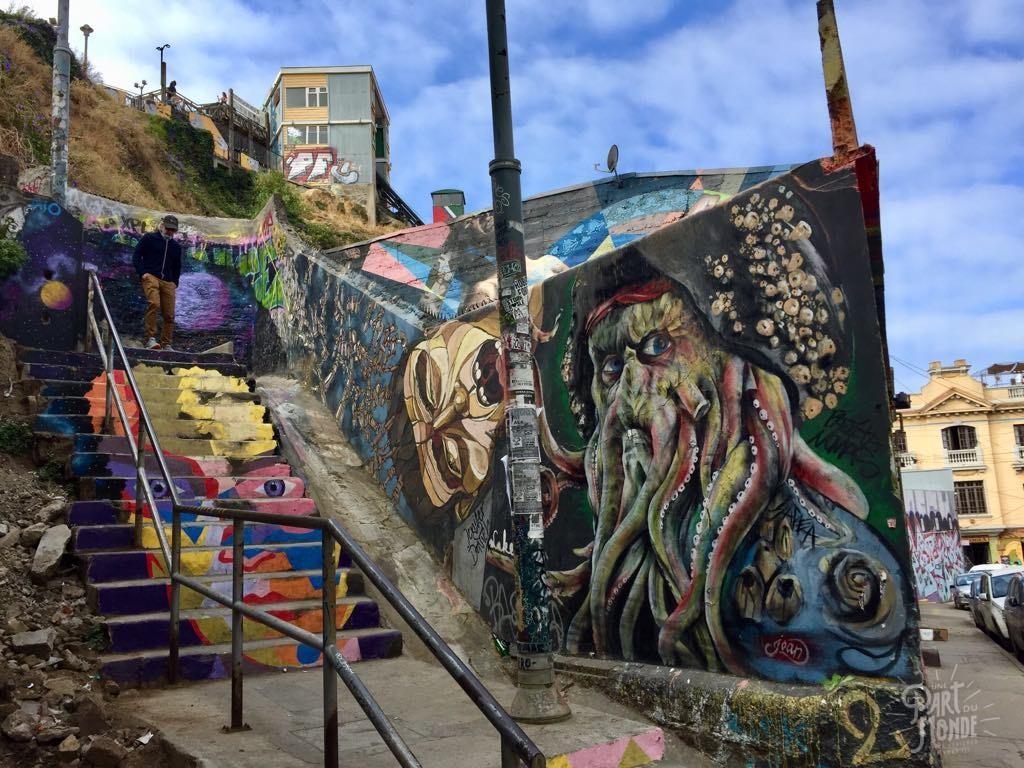 pirate des caraibes street art valparaiso