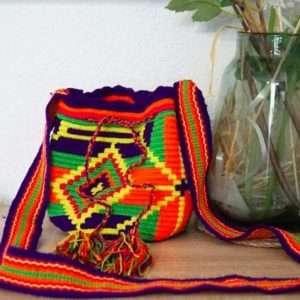 mochila wayuu violet vert motifs