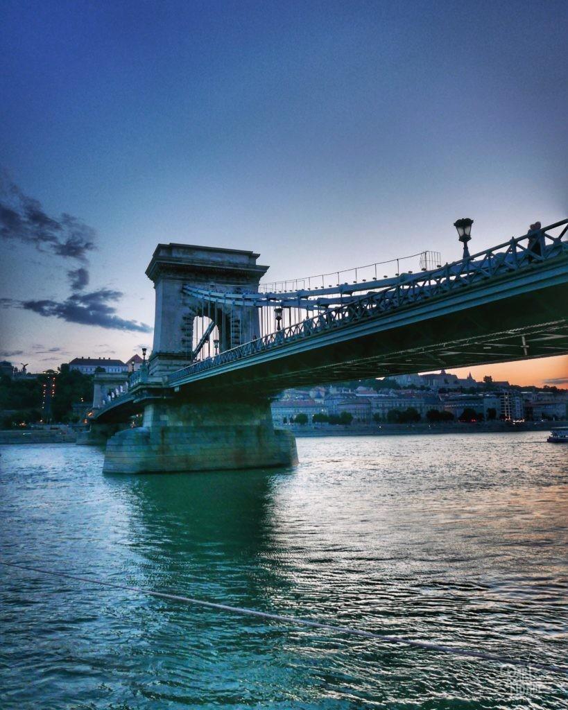 chain bridge nuit budapest