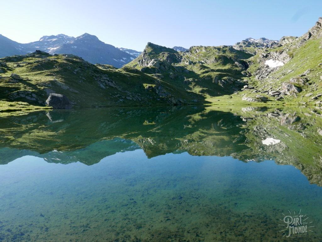 reflet lac de pierre blanche savoie